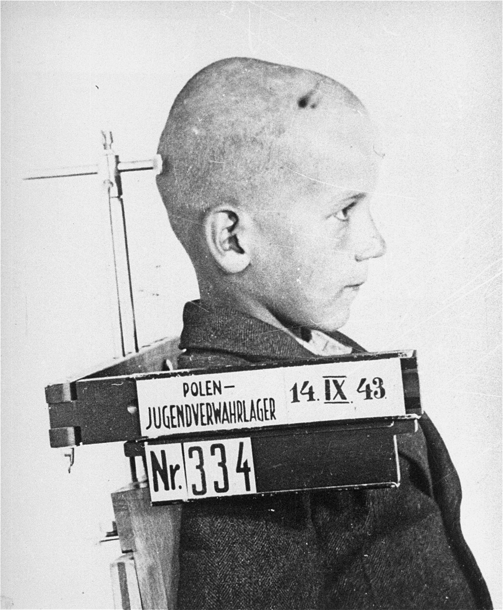 Mug shot of an unidentified child prisoner in the Jugendschutzlager Litzmannstadt.