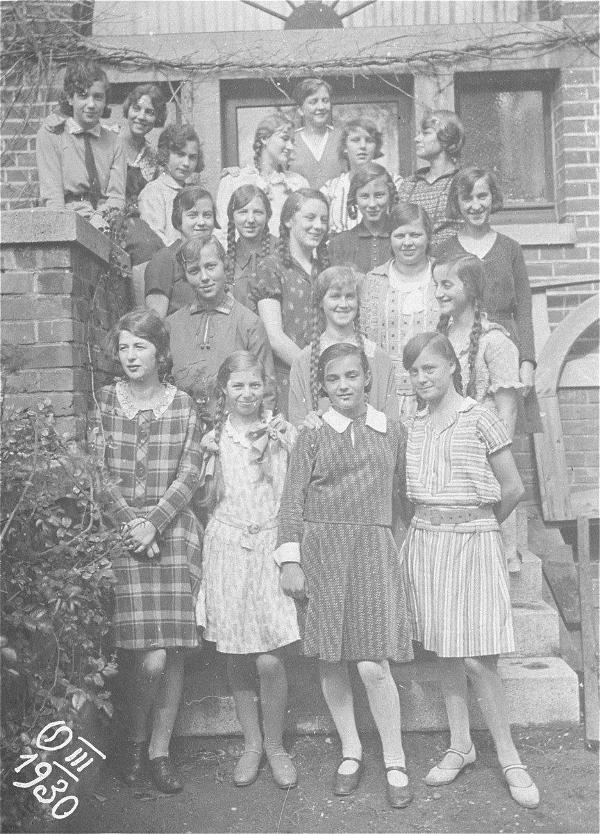 The donor, Ilse Dahl poses with her classmates in Geilenkirchen, Germany.