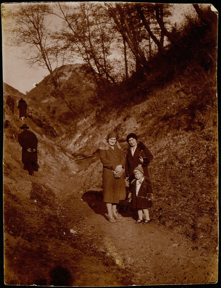 Hanna Ginzberg and her daughter Freeda go for a walk with her friend Batia Kiuchefski in a forest in Vilna.  Freeda died before the war from typhus.  Batia, her husband and children were murdered in Ponar.