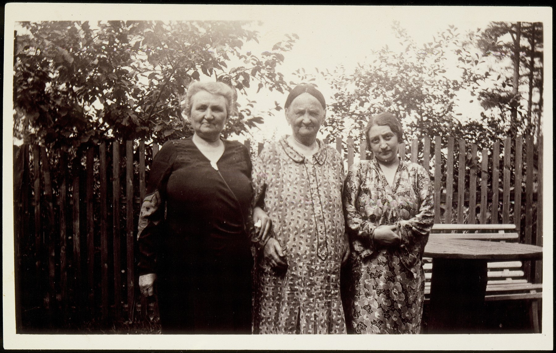 Annie Vishubski Foster (left)  poses with her mother, Feige Virshubski (center) and sister-in-law Lizzie Lapidus Virshubski while on a visit from America.