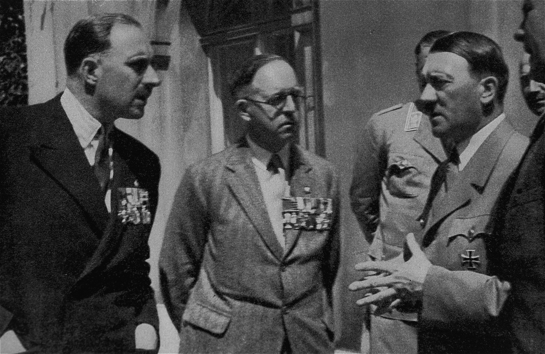 Adolf Hitler speaks with two decorated British WWI veterans.