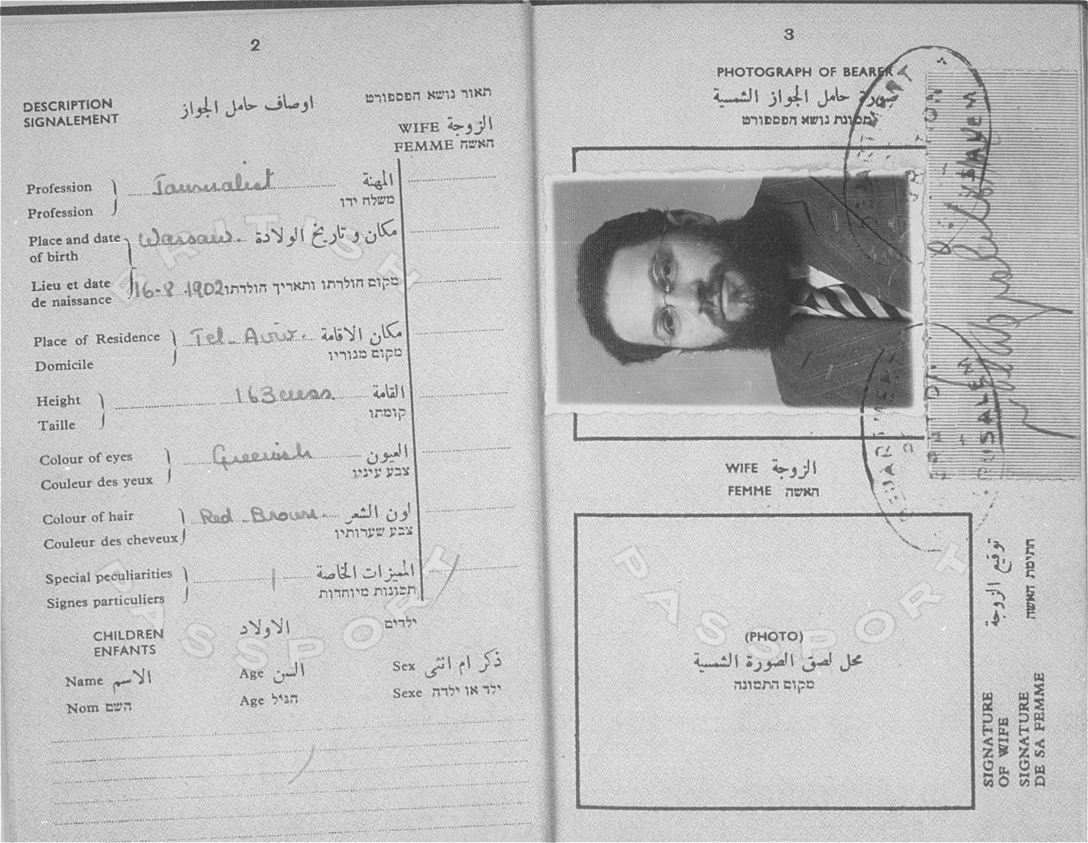 A British-Palestinian passport issued to Szmuel Icek Rotsztajn.