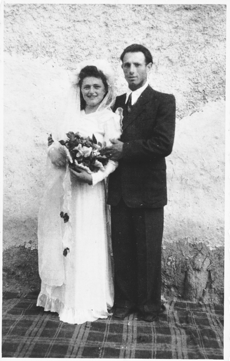 Wedding portrait of Elly Berkovits and Erno Grosz.