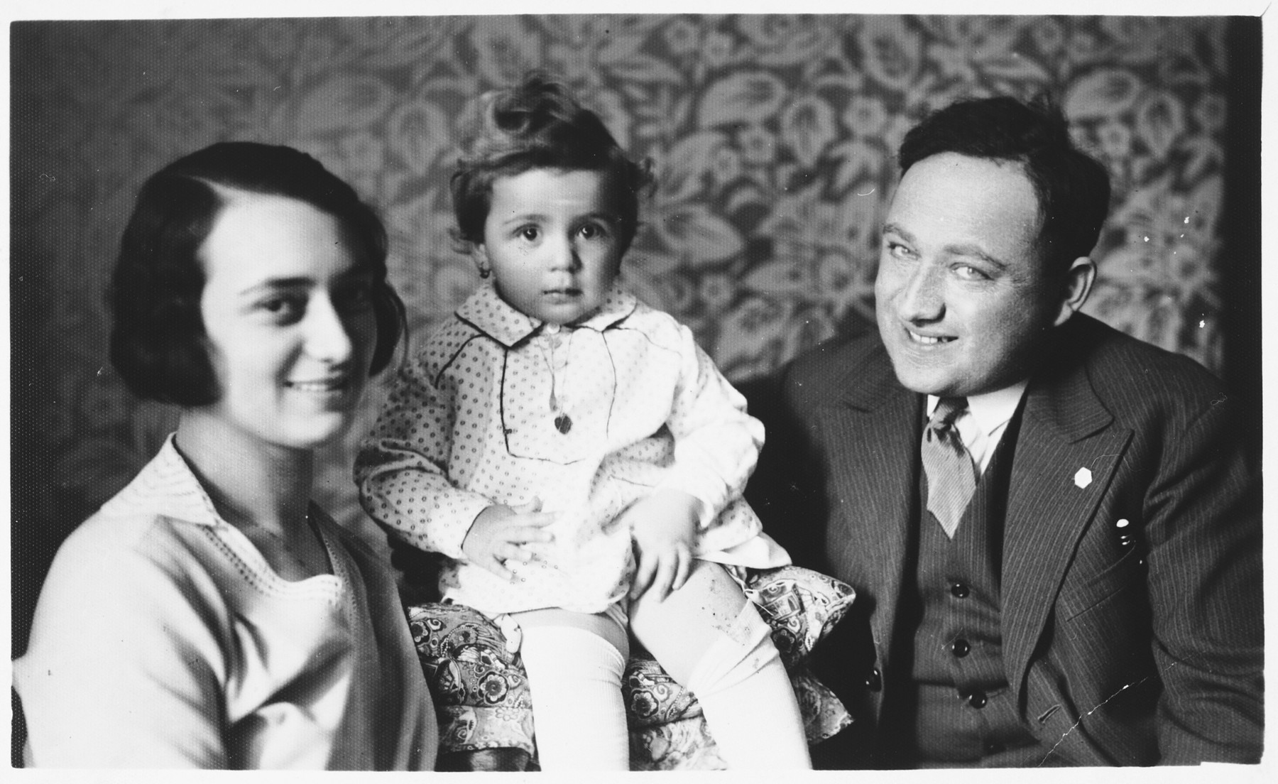 Studio portrait of a Jewish family in Osijek, Croatia.  Pictured are Marko and Ilonka Spitzer with their young daughter, Miriam.
