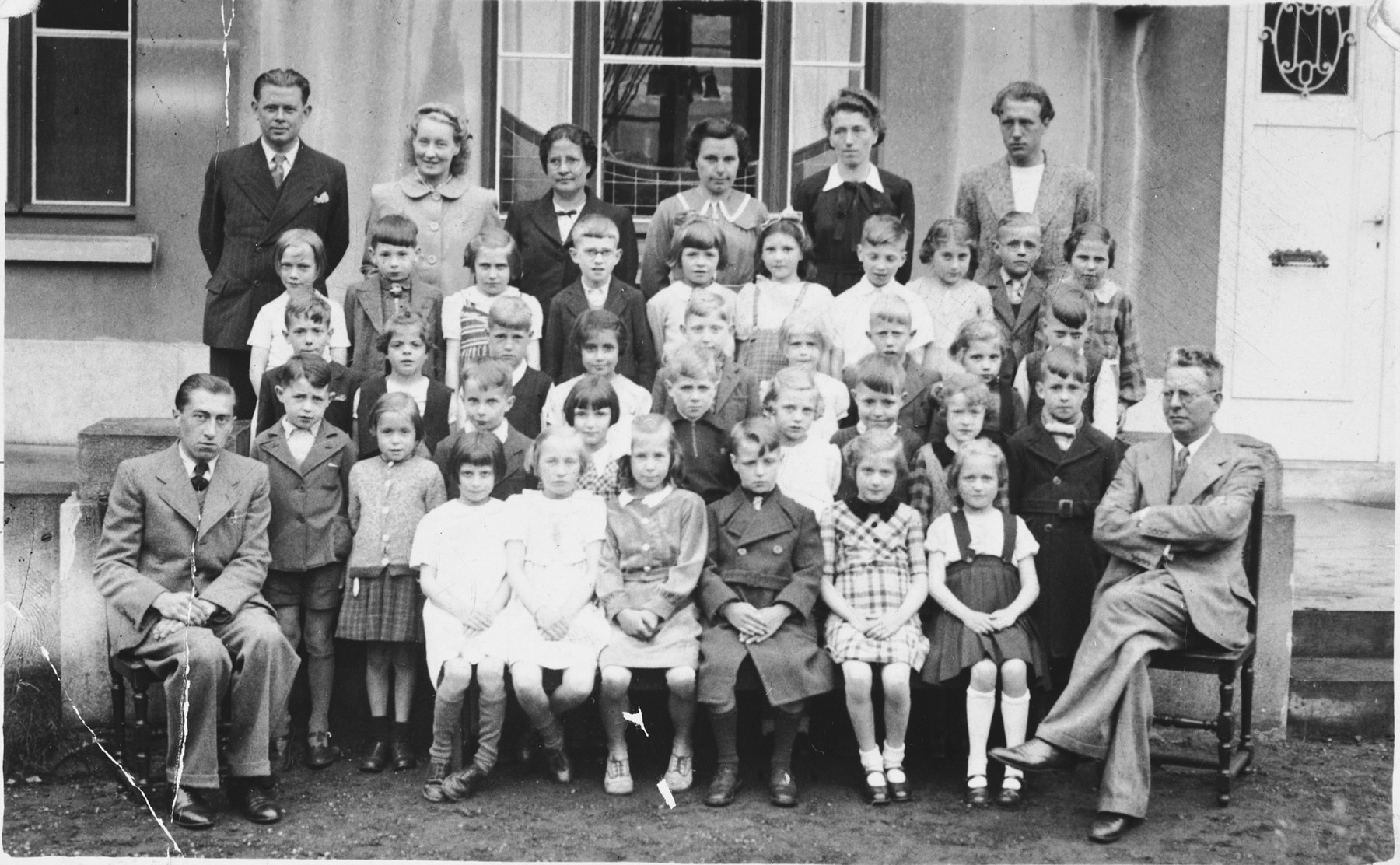 Group portrait of faculty and students of a public elementary school in Antwerp.  Among those pictured is Charlotte Mendelowicz (third row from the front, fourth from the left).