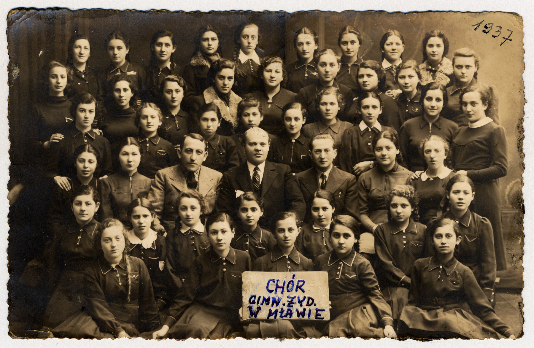 Group portrait of the choir of the Jewish gymansium in Mlawa.  Seated in the second row are the conductor Issachar Fater, Rosebery d'Arguto (real name Martin Rosenberg) and Dr. L. Rozman.