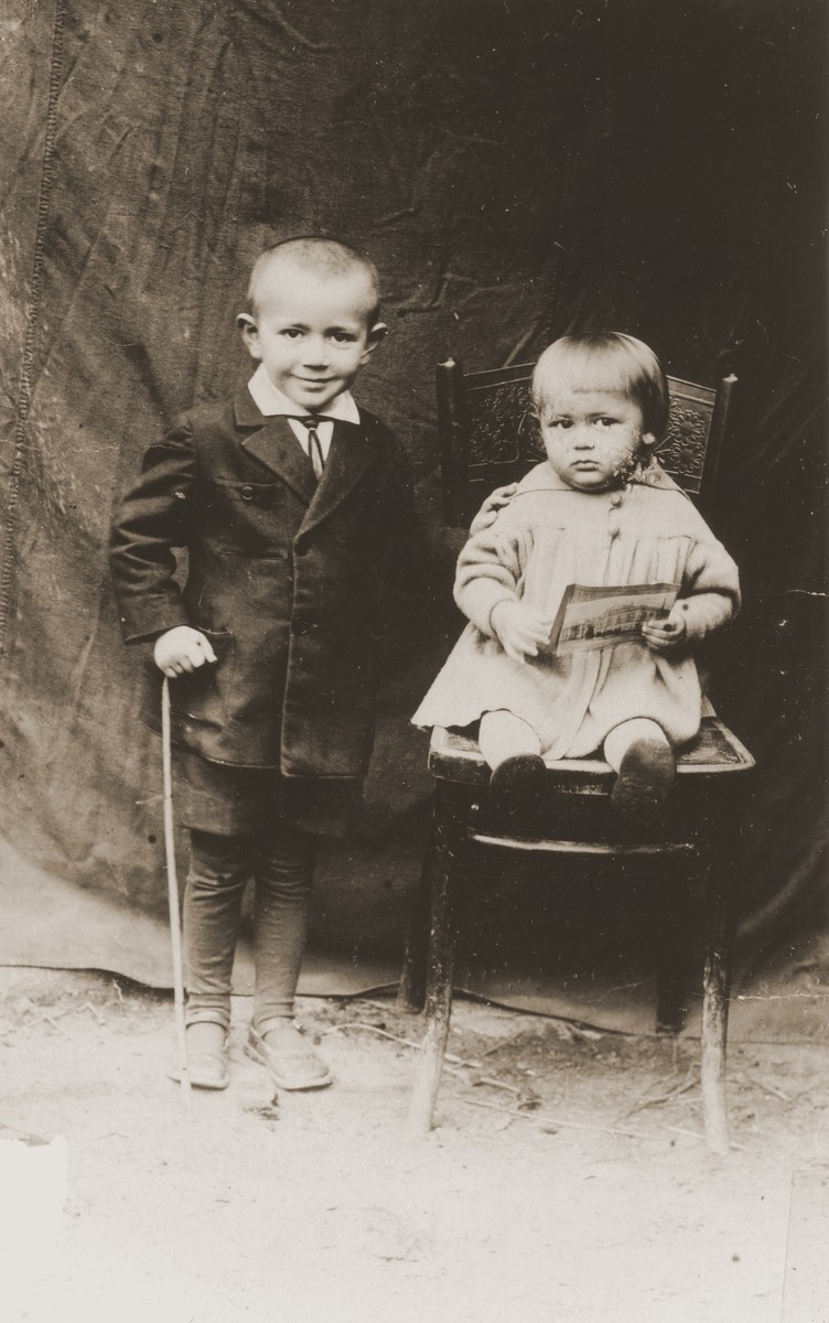 Portrait of the two children of Aaron Shmuel Shlachter.  Both were killed in Treblinka.