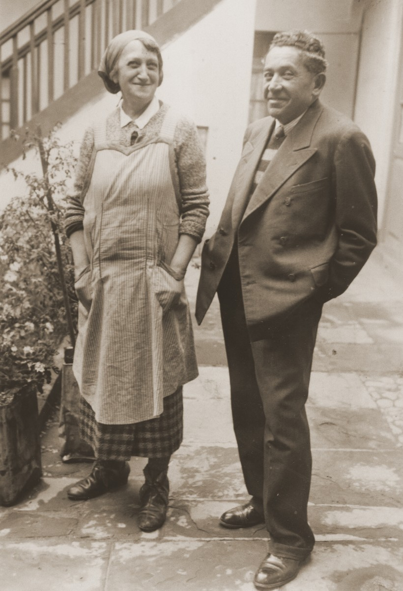 An Austrian Jewish refugee couple living in La Paz, Bolivia.  They were neighbors of the Spitzer family.