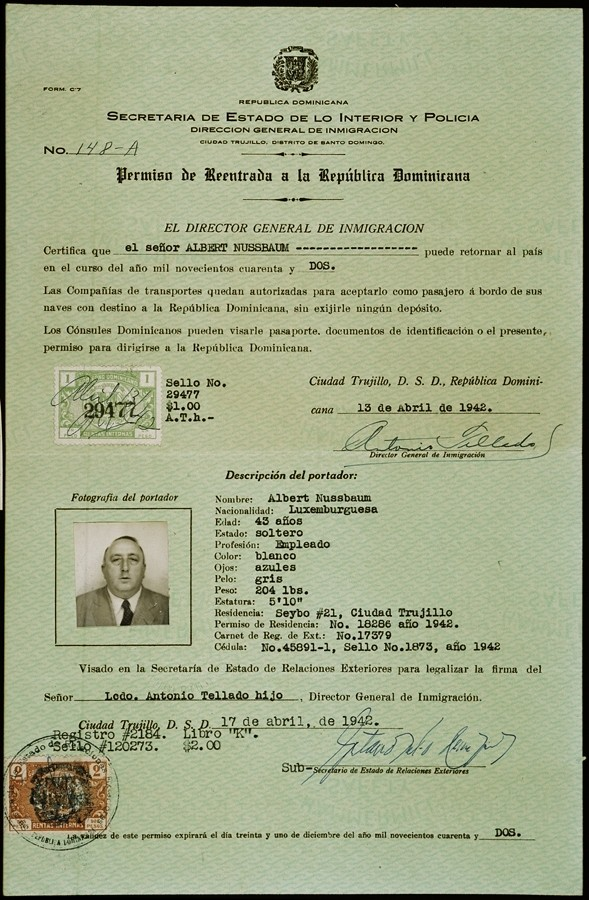 A document issued by the Director General of Immigration in the Dominican Republic granting permission to Albert Nussbaum to the enter the country.