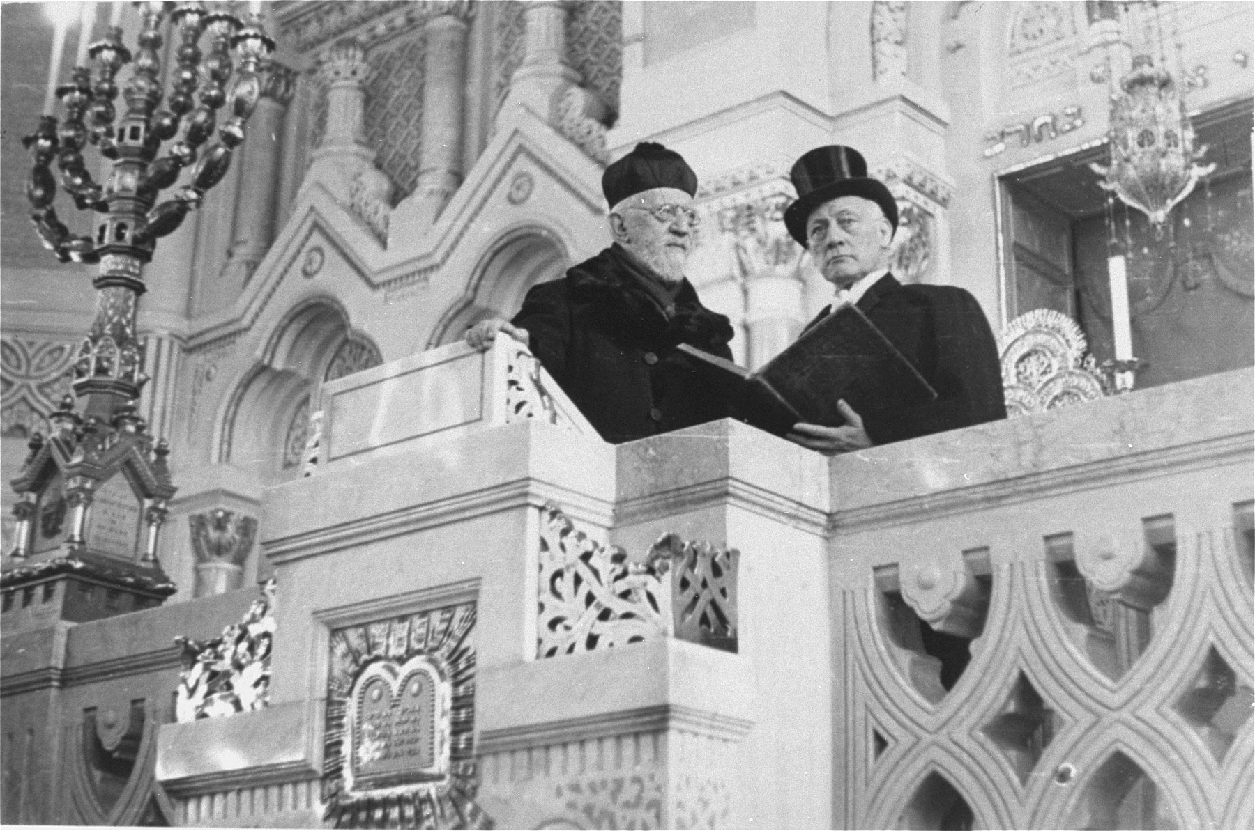 Rabbi Immanuel Low (left) and actor Oszkar Beregi (right) stand on the bimah [podium] of the main synagogue in Szeged.