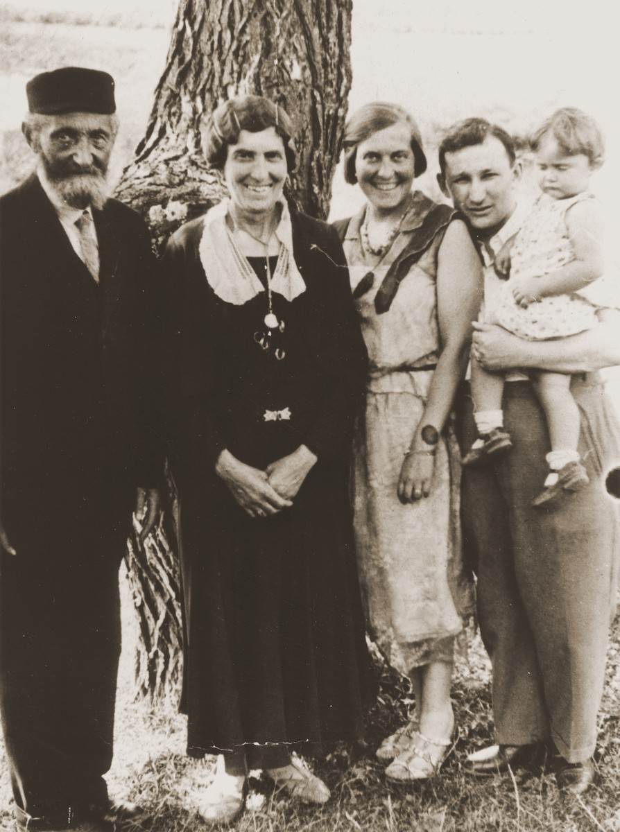 Members of the extended Broda family pose in front of a tree during a get-together in Zarki.  Pictured left to right are:  Berl and Hanna Gitel Broda and Tola, Izak and Salusia Goldblum.