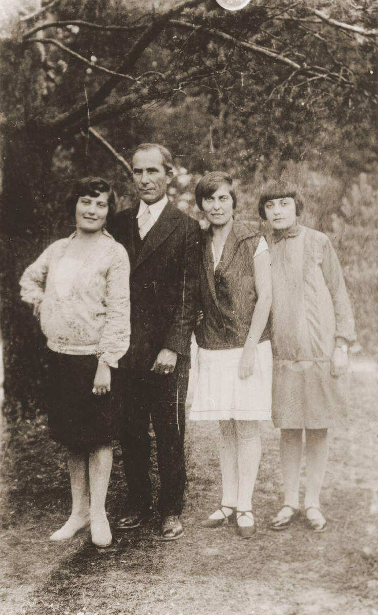 Ben Dresner poses with his nieces Ange, Tola and Nacha Broda in Zawiercie.