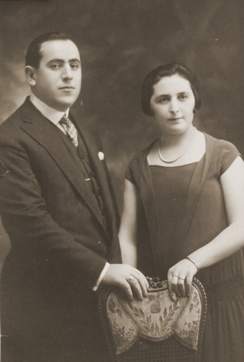 Portrait of Wulf Leizorek and Gita Cymbler Leizorek, who emigrated from Bedzin to Buenos Aires.