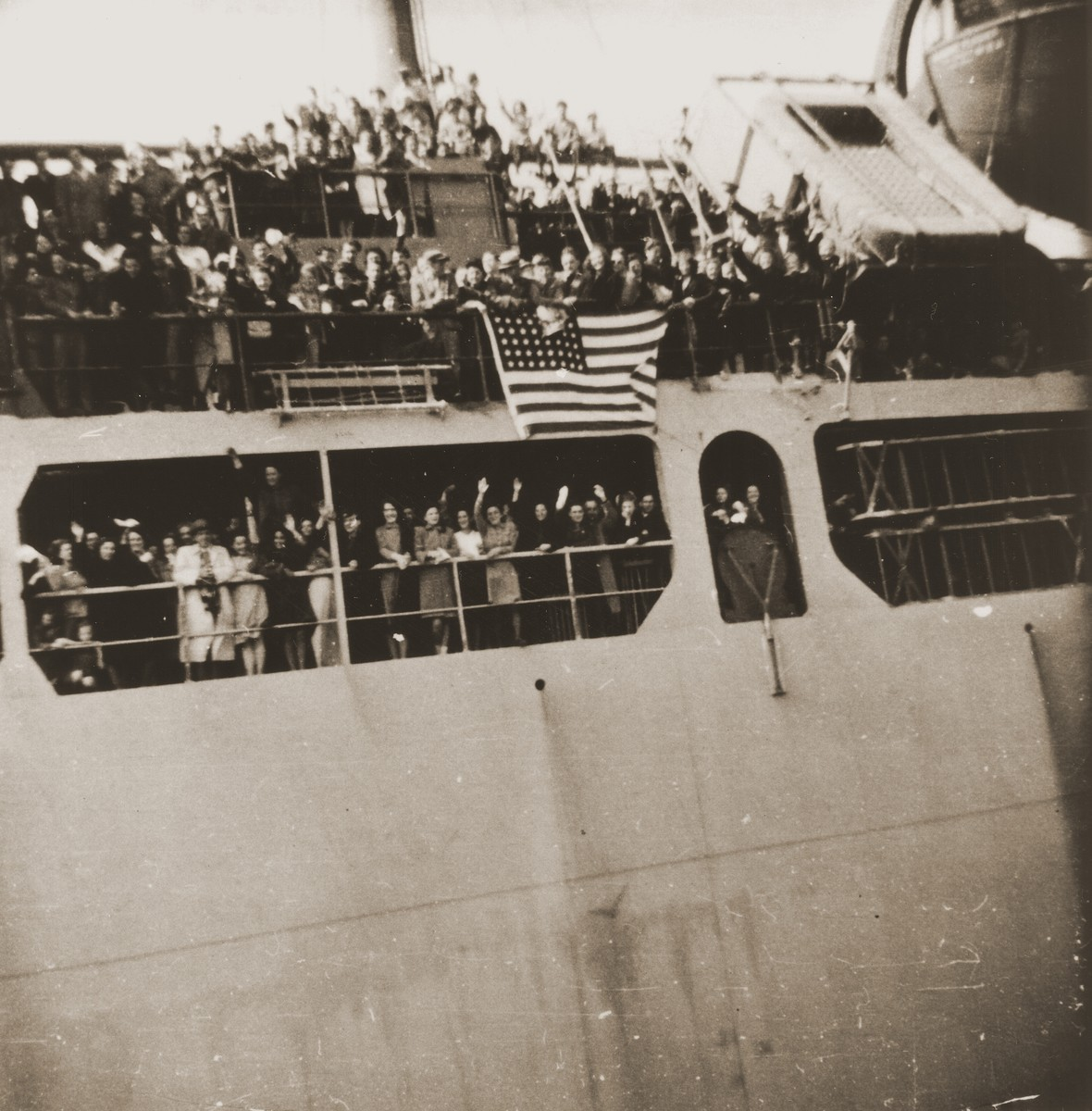 Arrival of the SS Ernie Pyle with Jewish DPs from Europe at the port of New York.