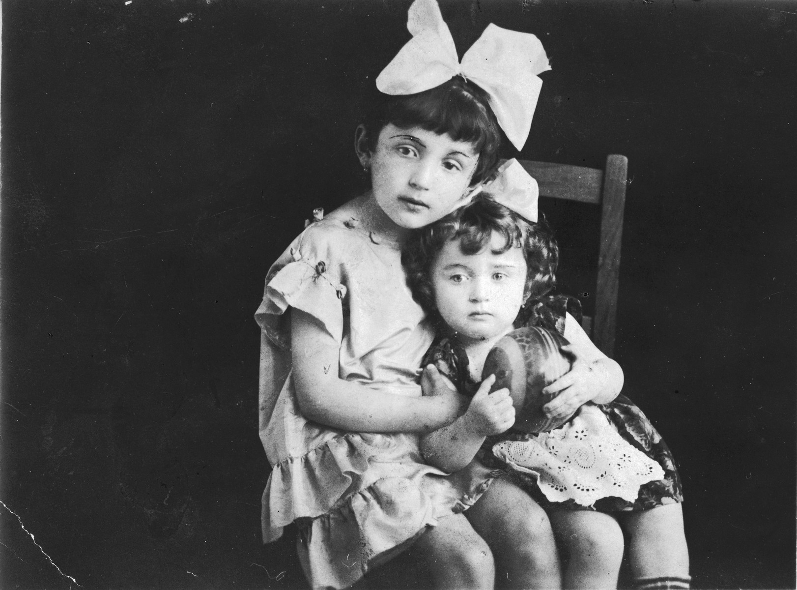 Portrait of two Jewish sisters in Dolina.   Pictured are Tosia (right) and Dwunia (left) Wilner, the first cousins of Tamara Abramowicz.