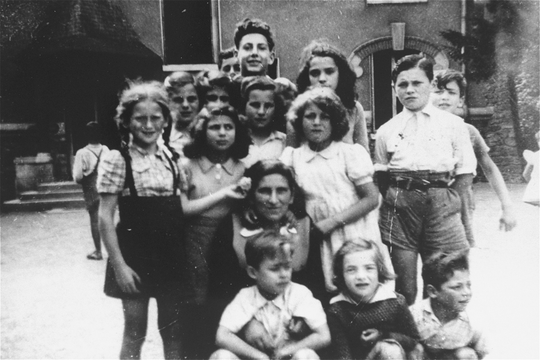 A group of children surround Hermine Katz at the OSE home for children in Draveil.