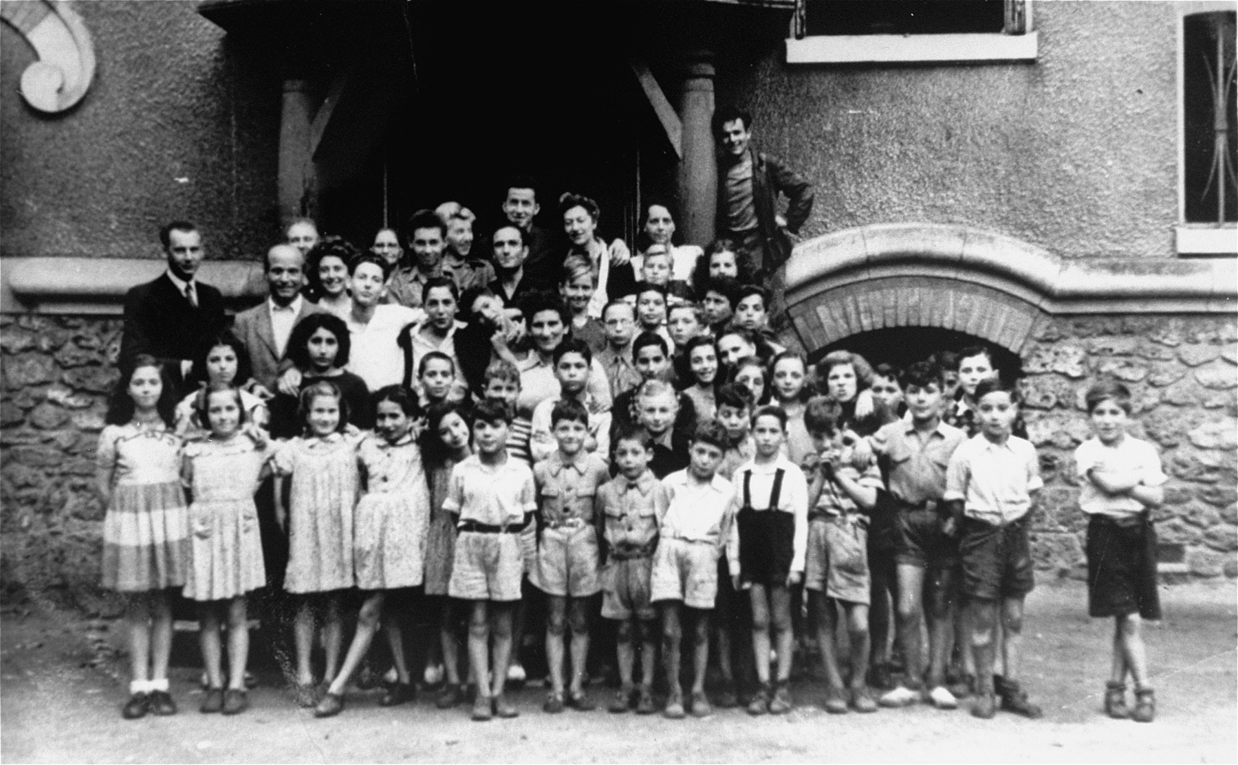 Group portrait of Jewish children in front of the OSE Home in Draveil.