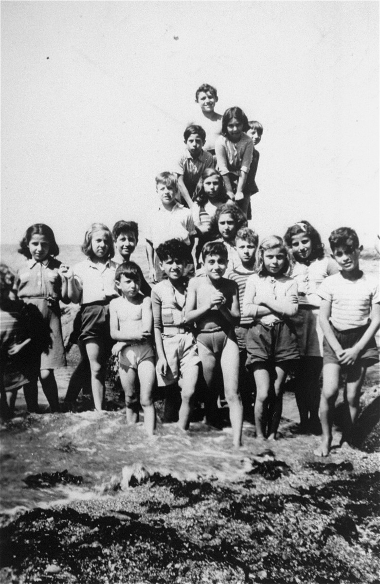 A camping trip on Ile de Re for children from the OSE home at Draveil.