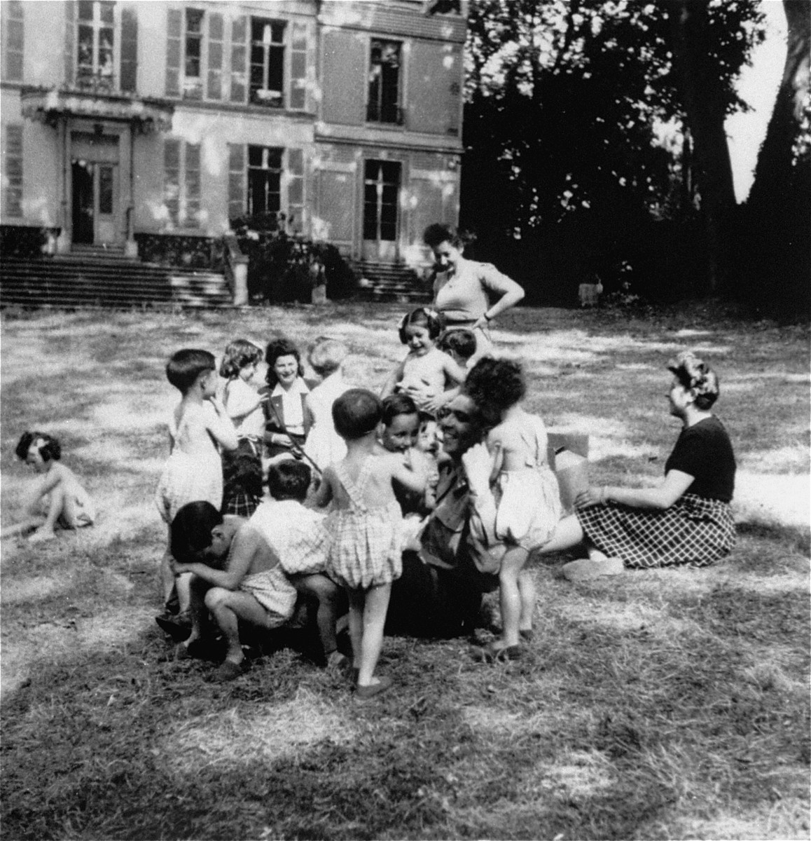 A group of children with whom Hermine Markovitz was working while being trained. She believes it was in Sevres and that Simone Weil may possibly be in this photograph.