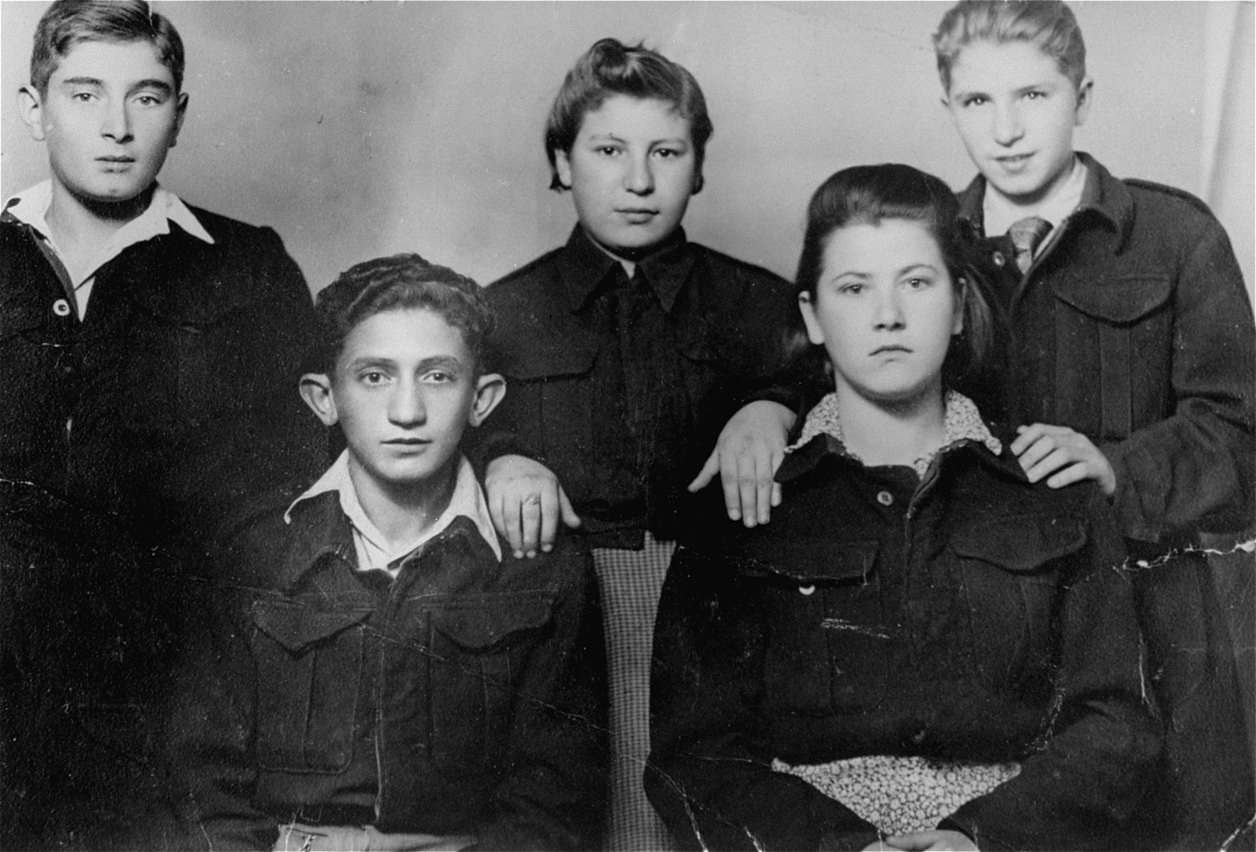 Group portrait of members of a Hashomer Hatzair kibbutz in Czestochowa.
