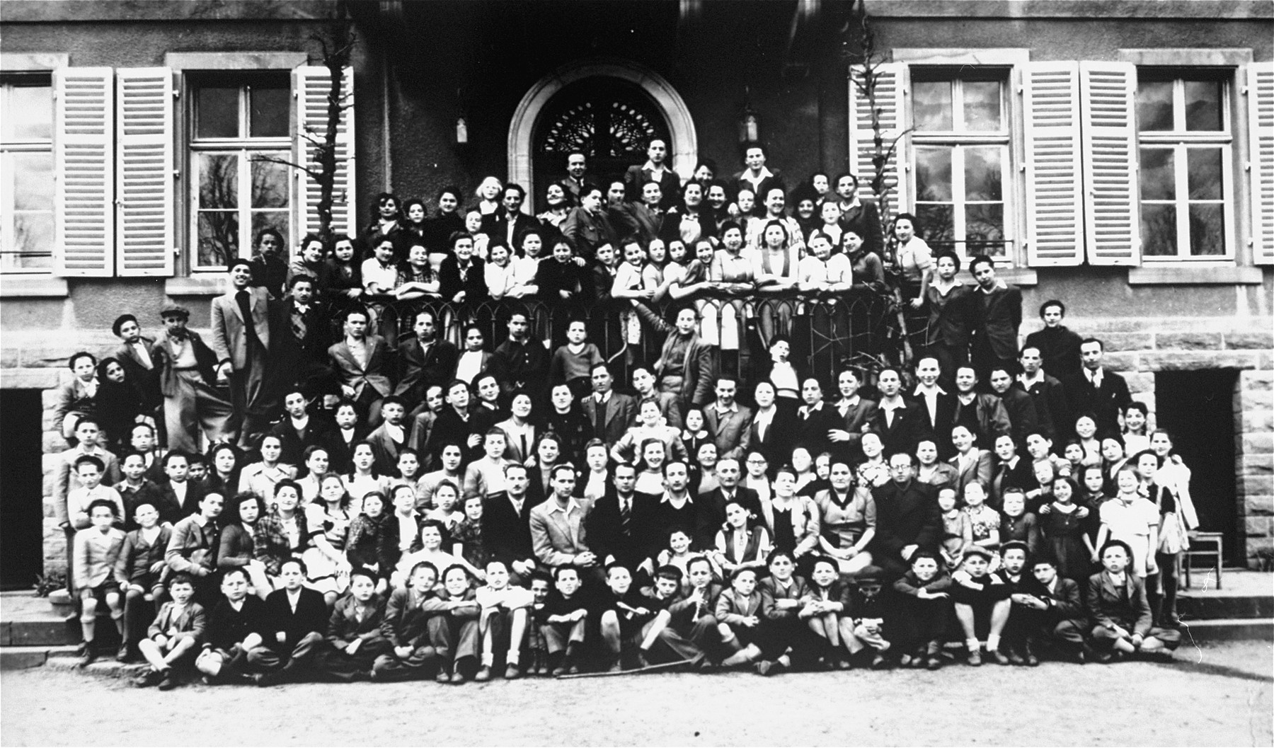 Group portrait of Jewish children at the Schirmeck orphanage in France.    Eve Nisencwajg is among the children in this group.