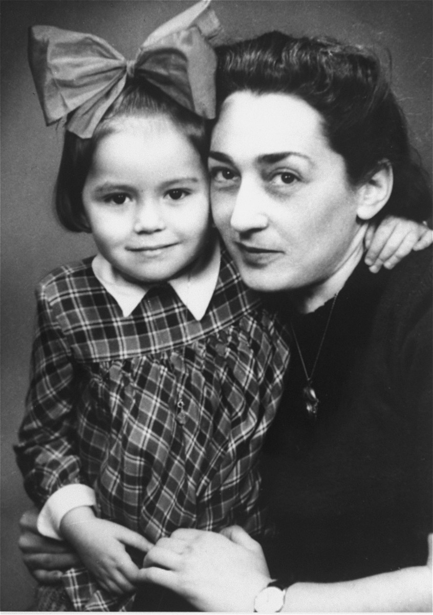 Portrait of Mania Ament with her daughter, Jeanine, in after the war in Antwerp.
