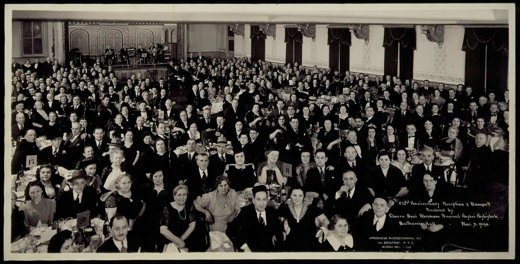 Jewish emigres from Eisiskes gather for a banquet in New York.   More than 1,500 Eishyshkians emigrated to the United States between 1873 and 1940.