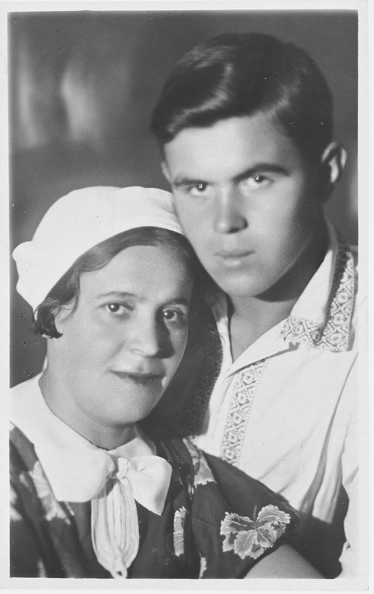A Jewish woman poses with her son.  Pictured are Olya and Vladimir Pevsner.