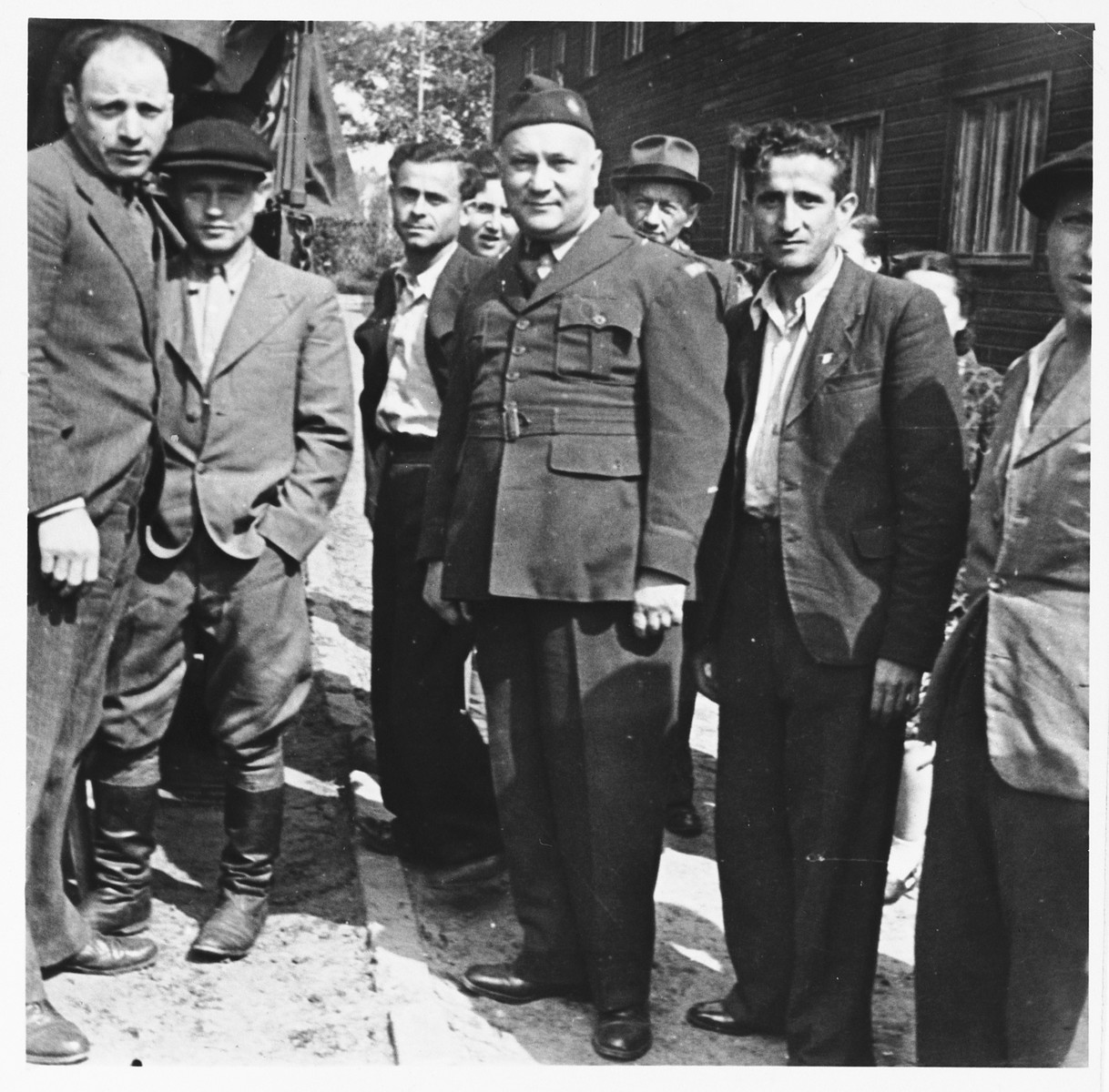 UNRRA camp director Harold Fishbein (center) poses with a group of Jewish DPs in the Schlachtensee displaced persons camp.