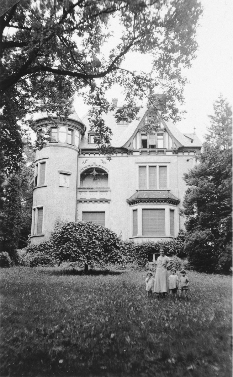 Hannah Feist poses with her children on the grounds of their estate in Bad Homburg, Germany.