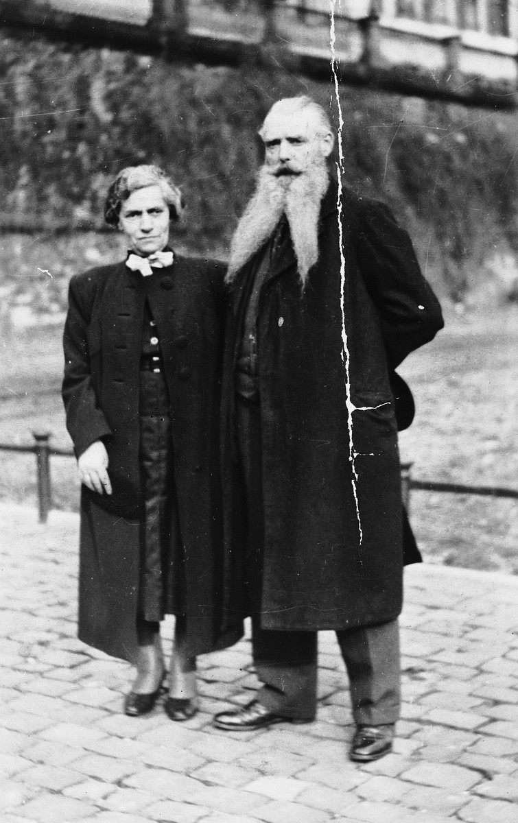 Close-up portrait of an intermarried German-Jewish couple.  Pictured are Karl Johann and Johanna Leopold Kuemmel.