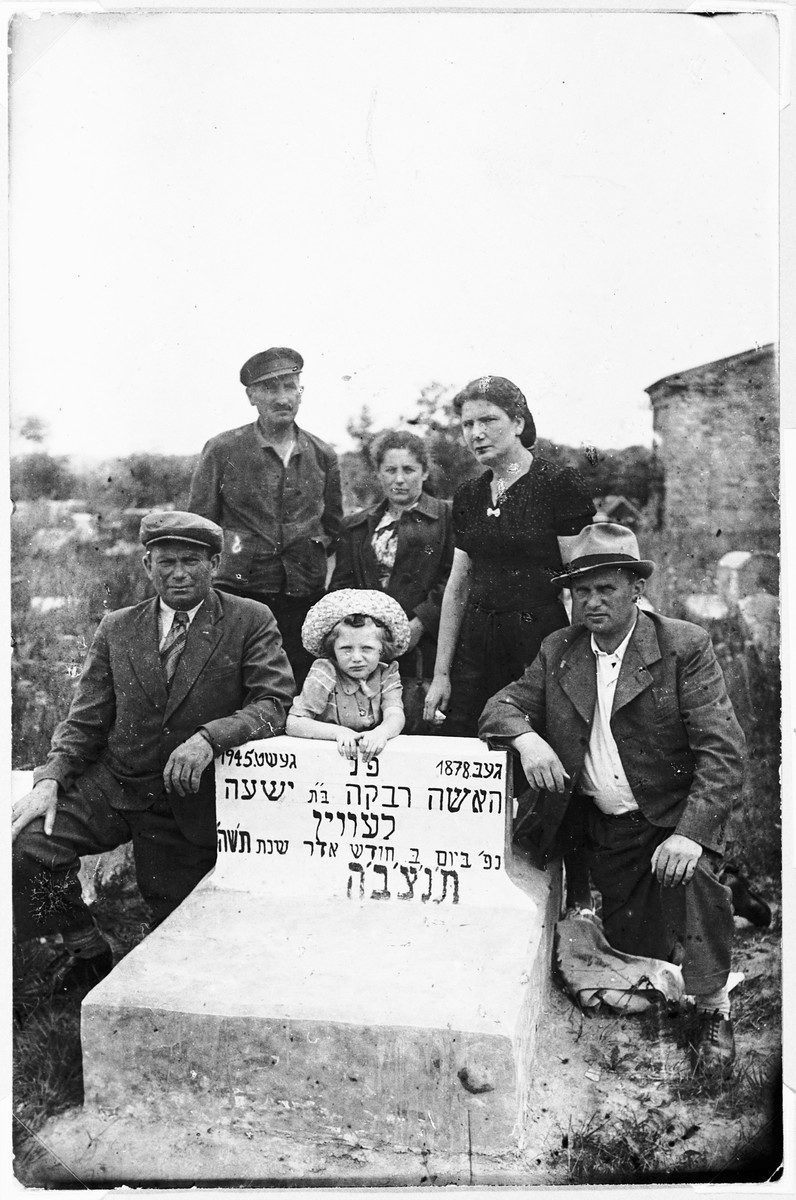 Relatives gather around the grave of Riva Kejles in Bialystok.  Pictured left to right: Front row: Yehoshua Kejles, Ruth Lichtenfeld, and Shmuel Lichtenfeld.  Back row (far right) Itke Lichtenfeld.