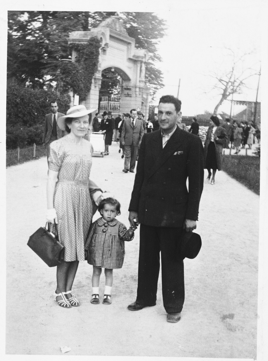A young Jewish family on an outing at the zoo.  Pictured are Salamon and Silva Basch with their daughter Teodora.