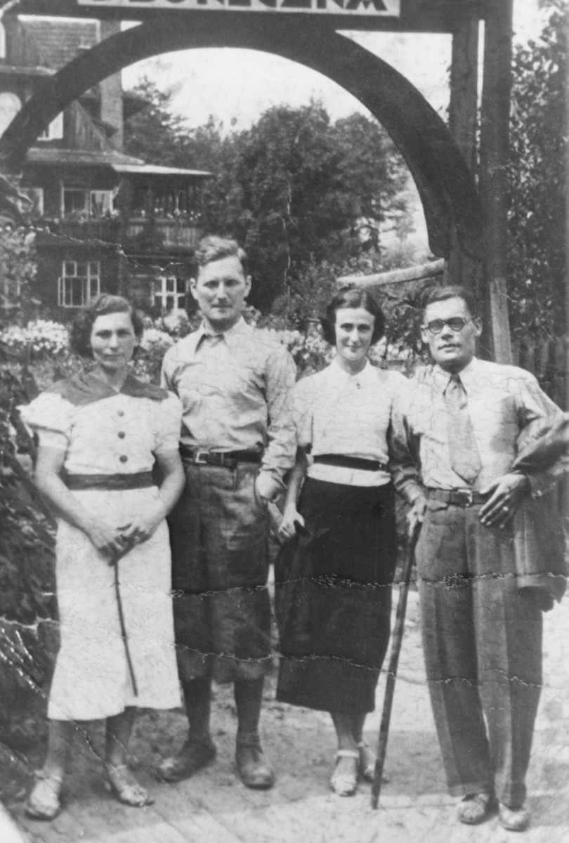 Two Jewish couples pose beneath an arch in the resort town of Krynica.  Pictured on the left are Heniek and Cesia (Merin) Szyniarowski.  On the right are two unidentified friends.  Heniek and Cesia perished in Auschwitz in 1943.