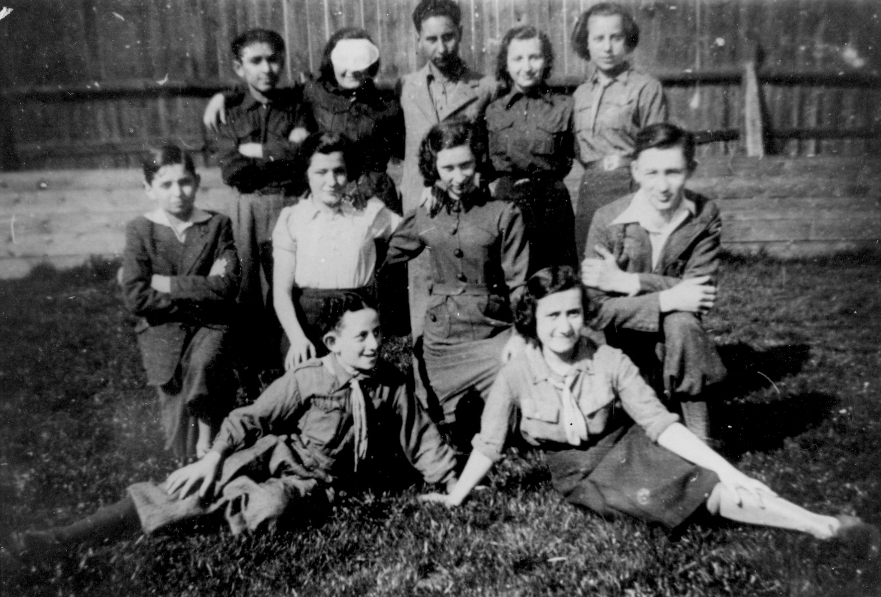 Group portrait of members of the Hanoar Hatzioni Zionist youth movement in Bedzin.  Among those pictured are: Abramek Szyjewicz (front row, left), Tova Faska (front row, right), and Rozia Londner (second row, second from the right).