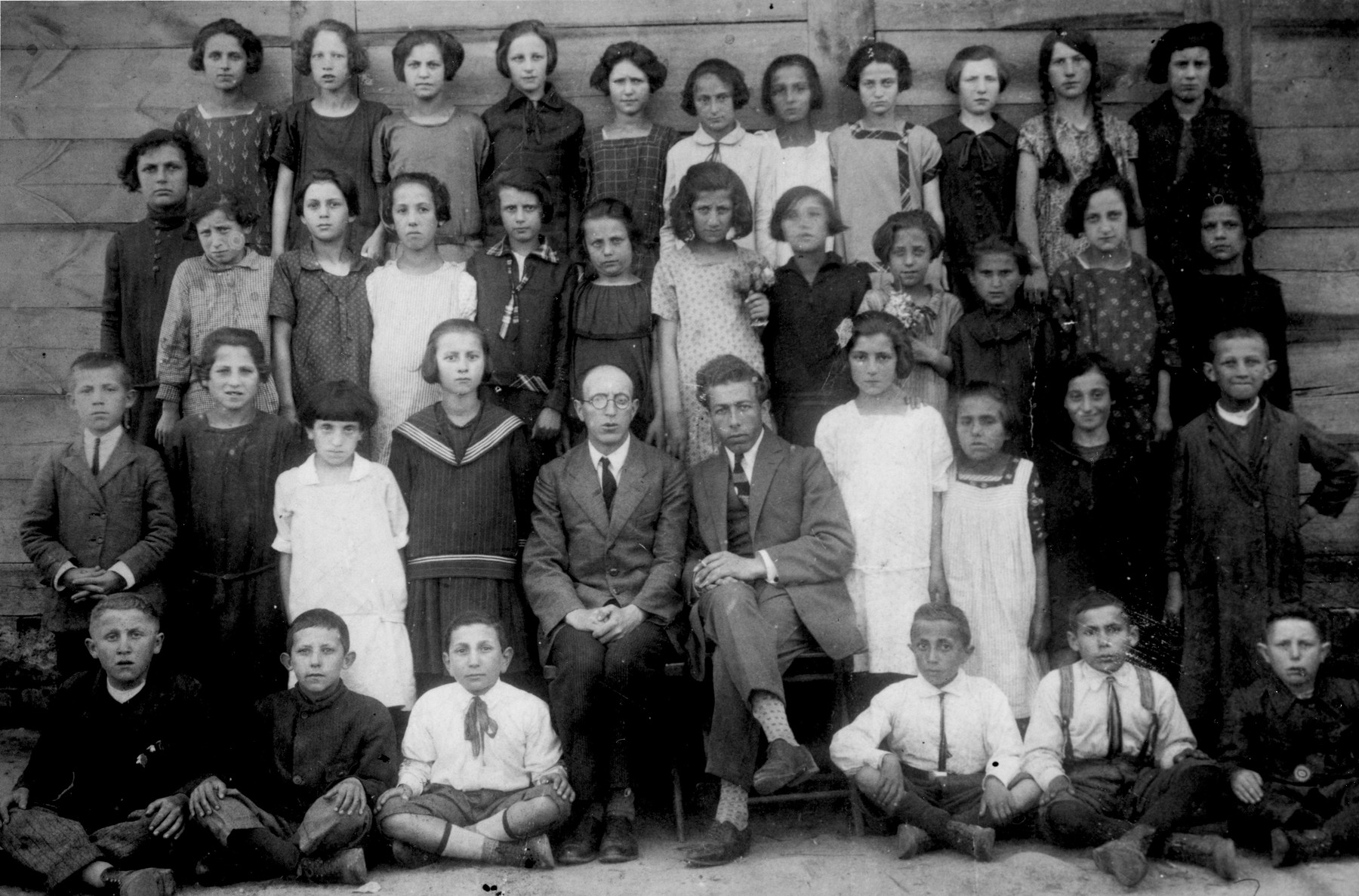 Class portrait of a Jewish school in Biala Rawska.  Pictured in the front row, second from the right is Leon Sztubert.