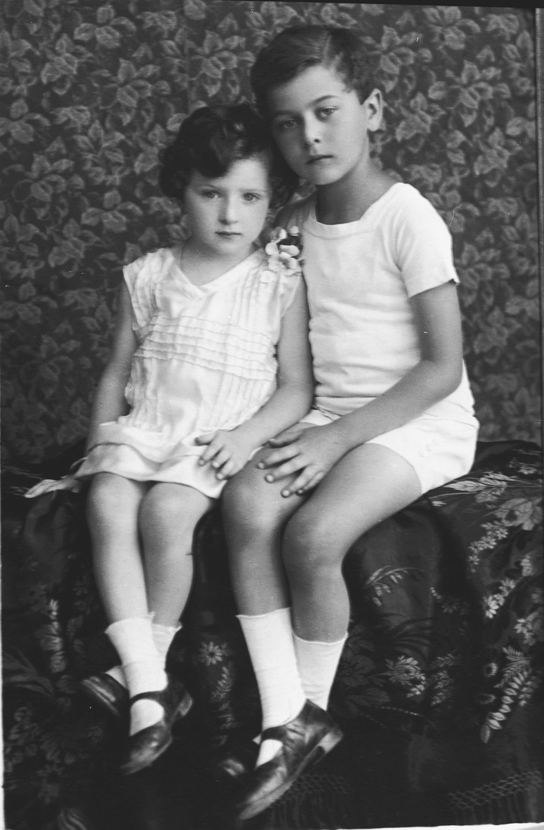 Studio portrait of Jewish siblings in Prague.  Pictured are Hana and Jiri Fuchs.