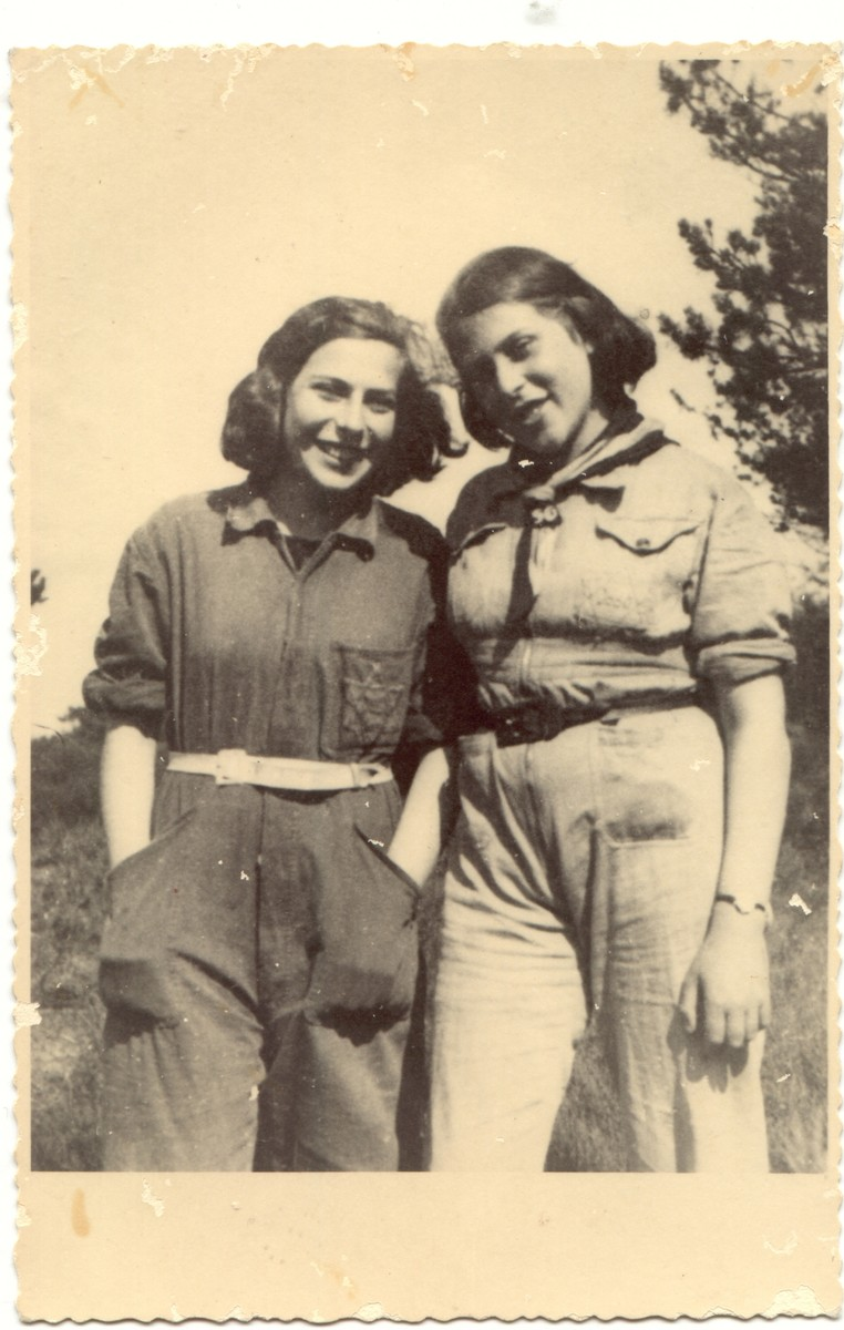 Portrait of two teenage sisters in the Westerbork transit camp.  Pictured are Sibyll and Ruthild Gruenthal.