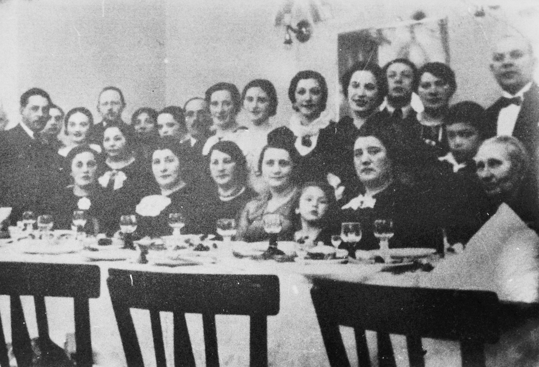 Portrait of the extended Pfefferberg family.  Mina Pfefferberg is seated second from the right.  Everyone in the photograph perished.