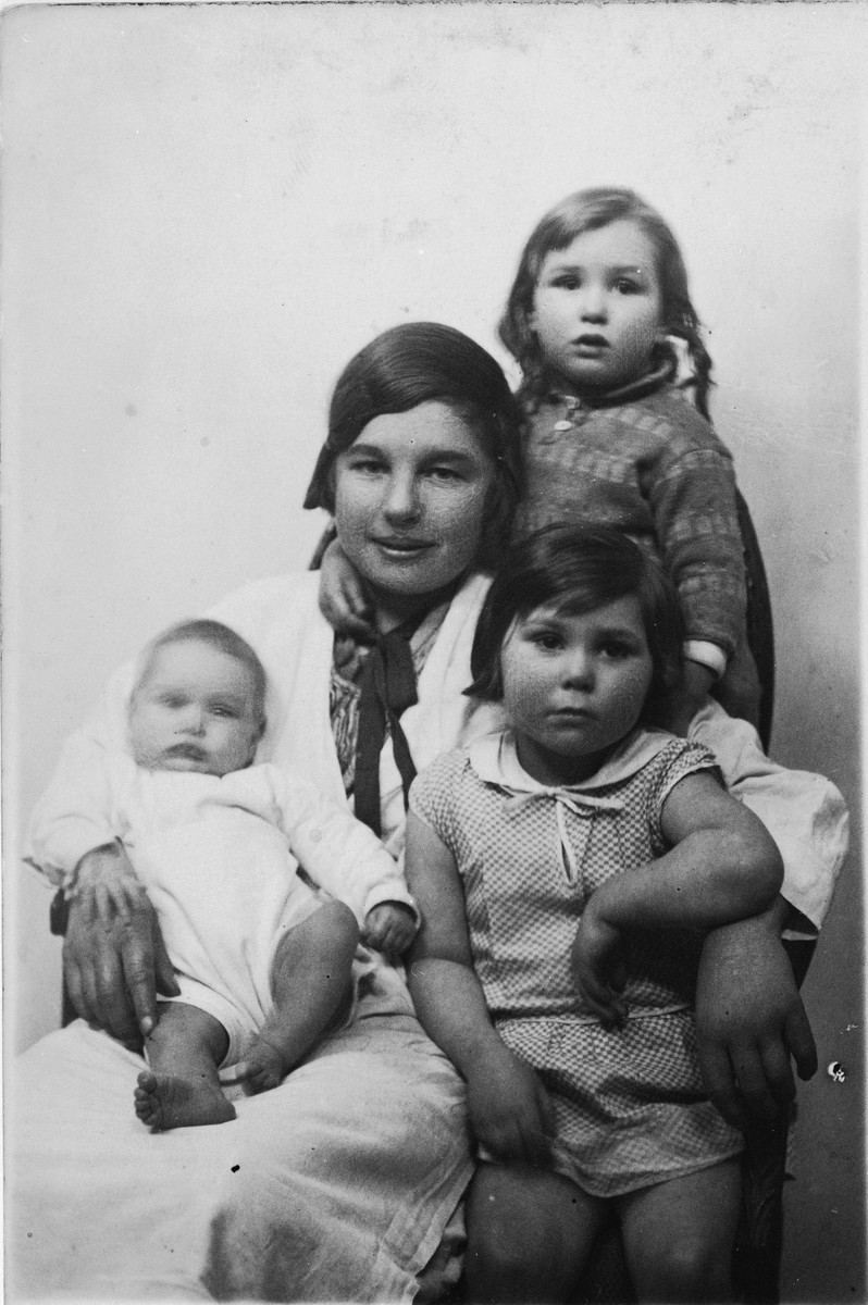 Three Jewish sisters pose with their governess.  Pictured are Rebecca, Anna and Frieda Altenberg.