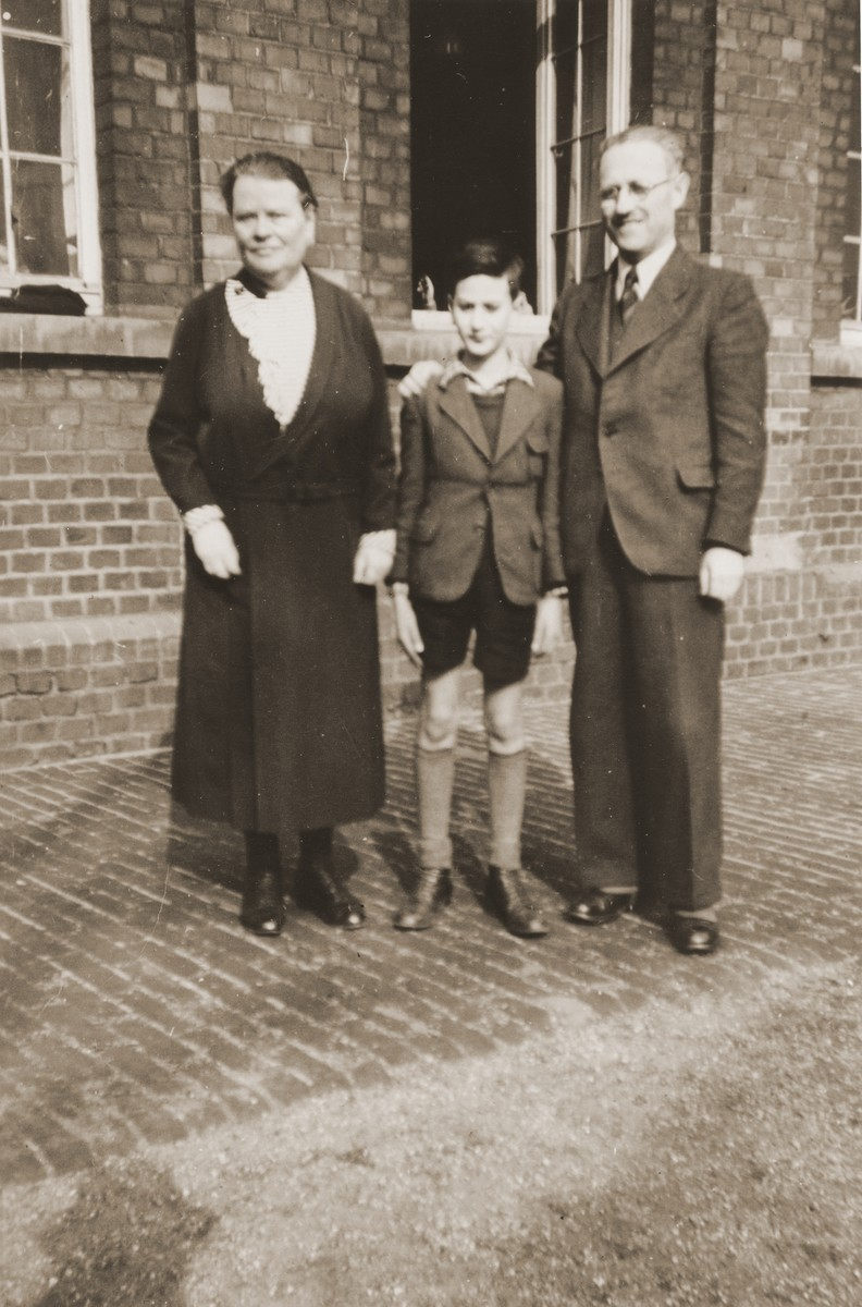A Jewish pupil poses with two of his teachers at the Israelitische Volkschule Essen.  Pictured are Heinz Straus (the child) with Frau Steinfeld and Fritz Kaiser.