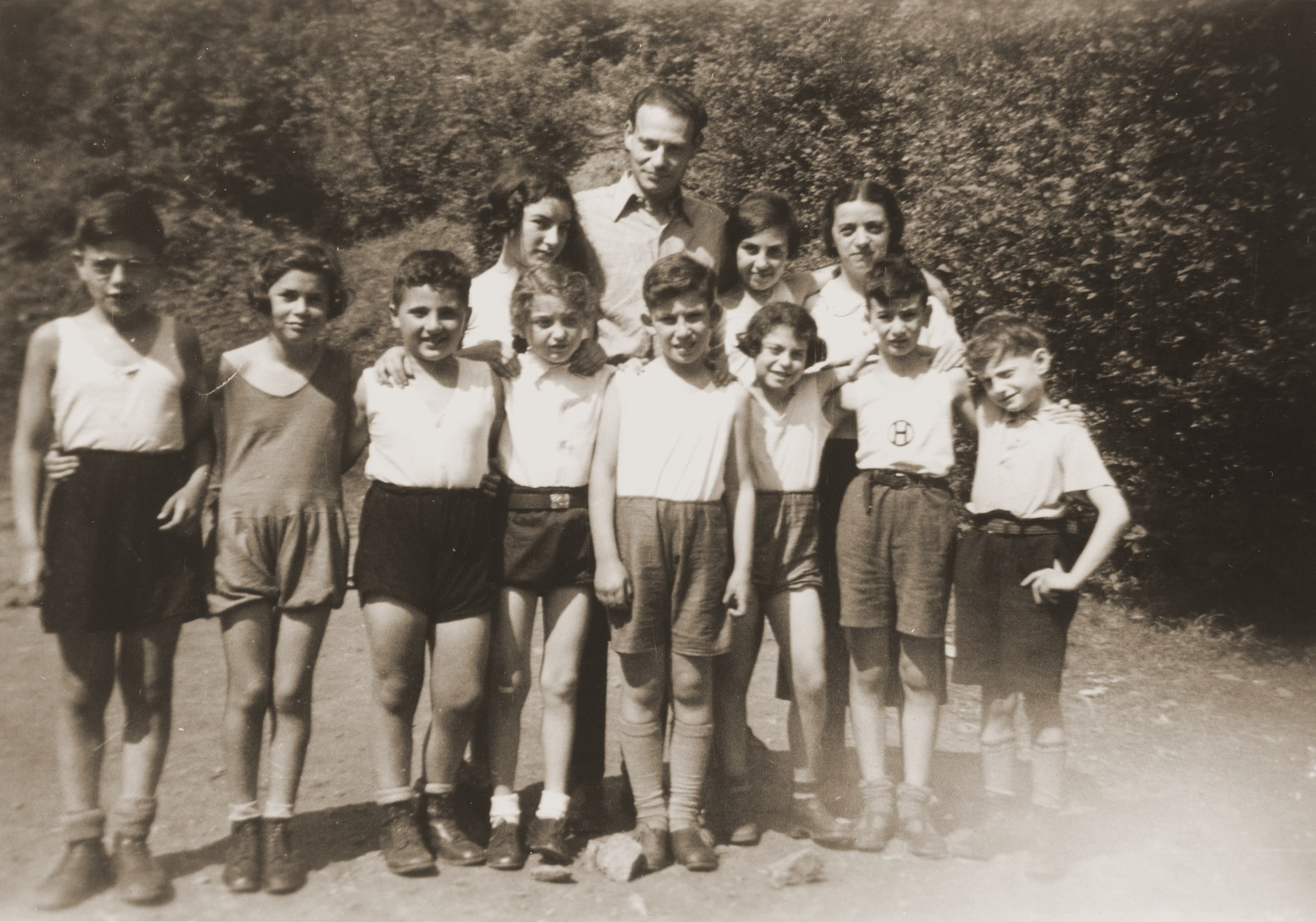 Group portrait of Jewish children who are members of the Hakoach sports club in Essen.    Among those pictured is Heinz Straus (front row, second from the right).