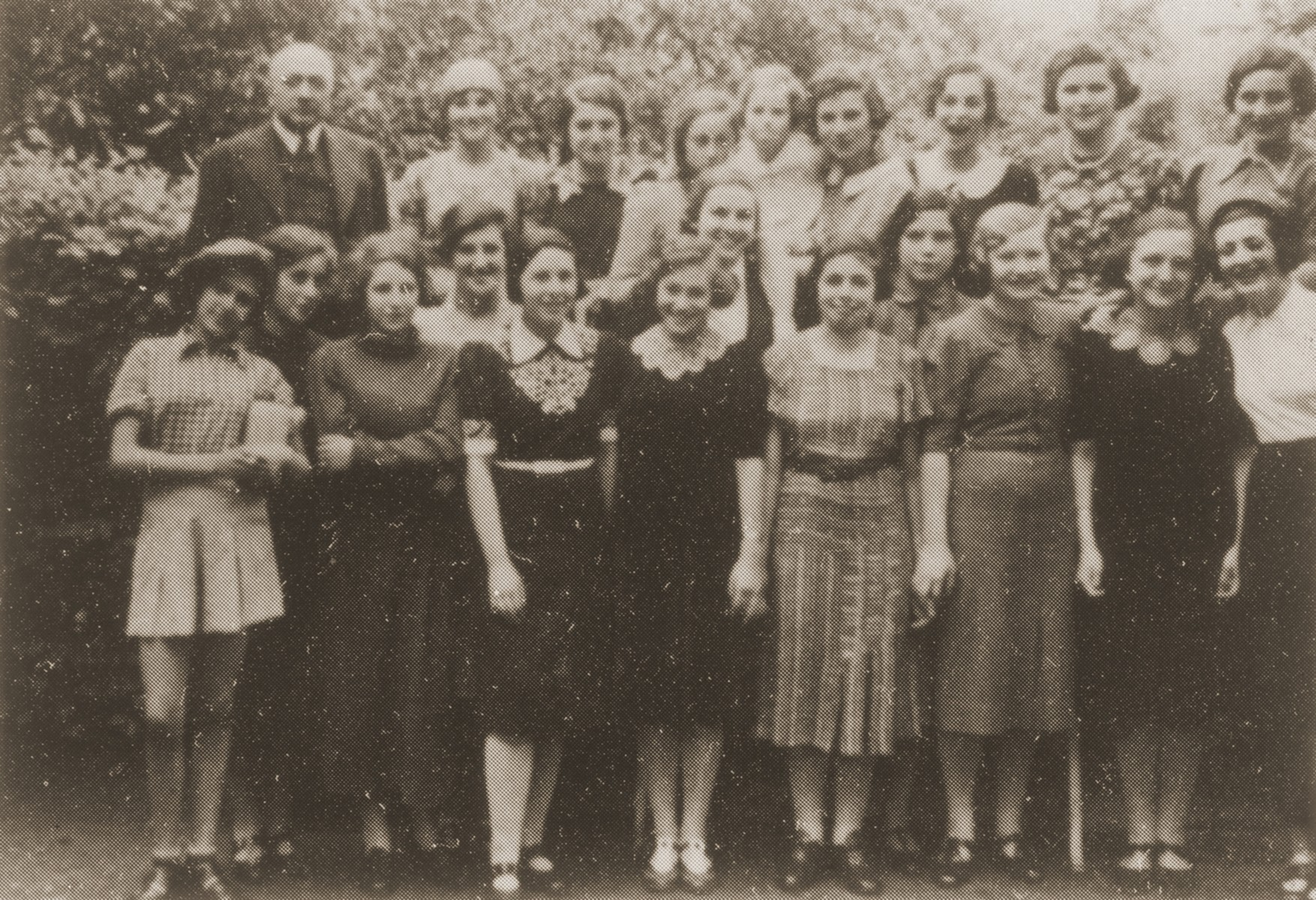 Group portrait of Jewish girls in the confirmation class of Rabbi Dr. Heilbronn in Fuerth, Germany.  [Standing in the front row right may be Ruth Heymann and Seidenberg.]