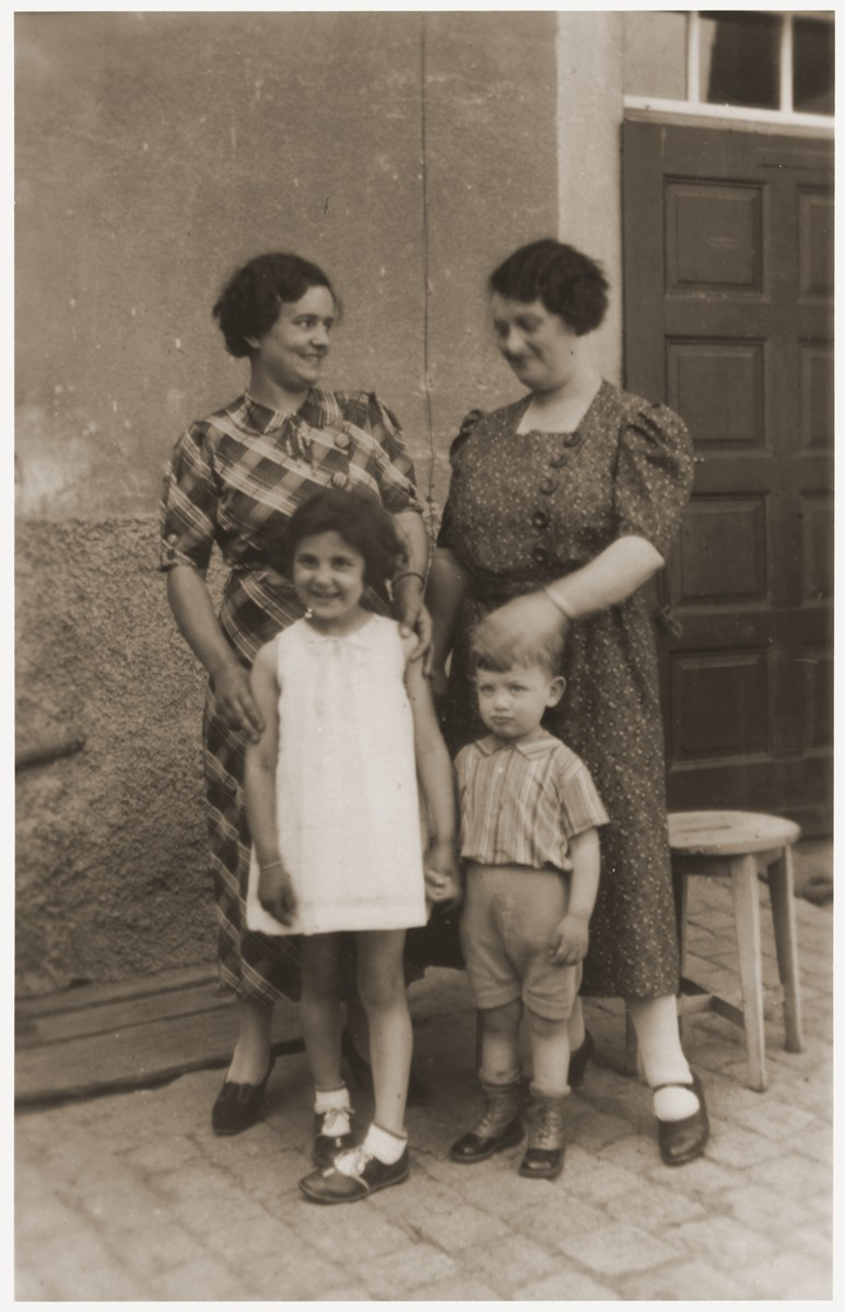 Two German Jewish women pose with their children.  Pictured are Flora Mendel (right) with her son, Ernst, and Mrs. Berger with her daughter, Inge.