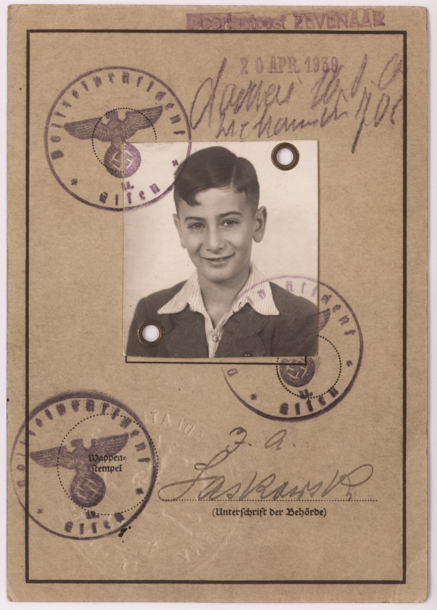 A page of a children's identification card, issued to Heinz Straus on December 6, 1938, which allowed him to emigrate with his family to the United States.