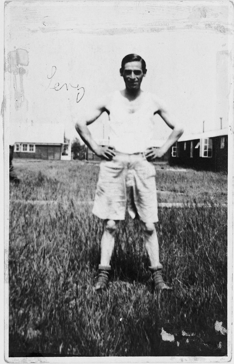 Levi Visser poses outside a barracks in Westerbork.