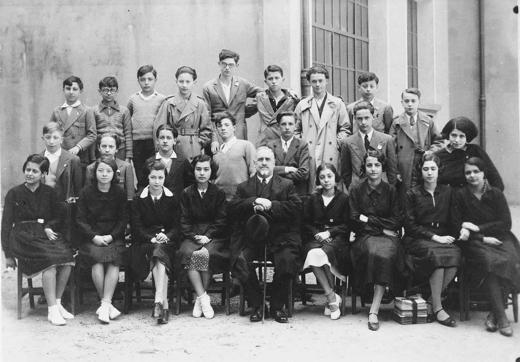 Students in a junior high school in Bologna.  Immanuel Ascarelli is in the top row, fifth from the left.