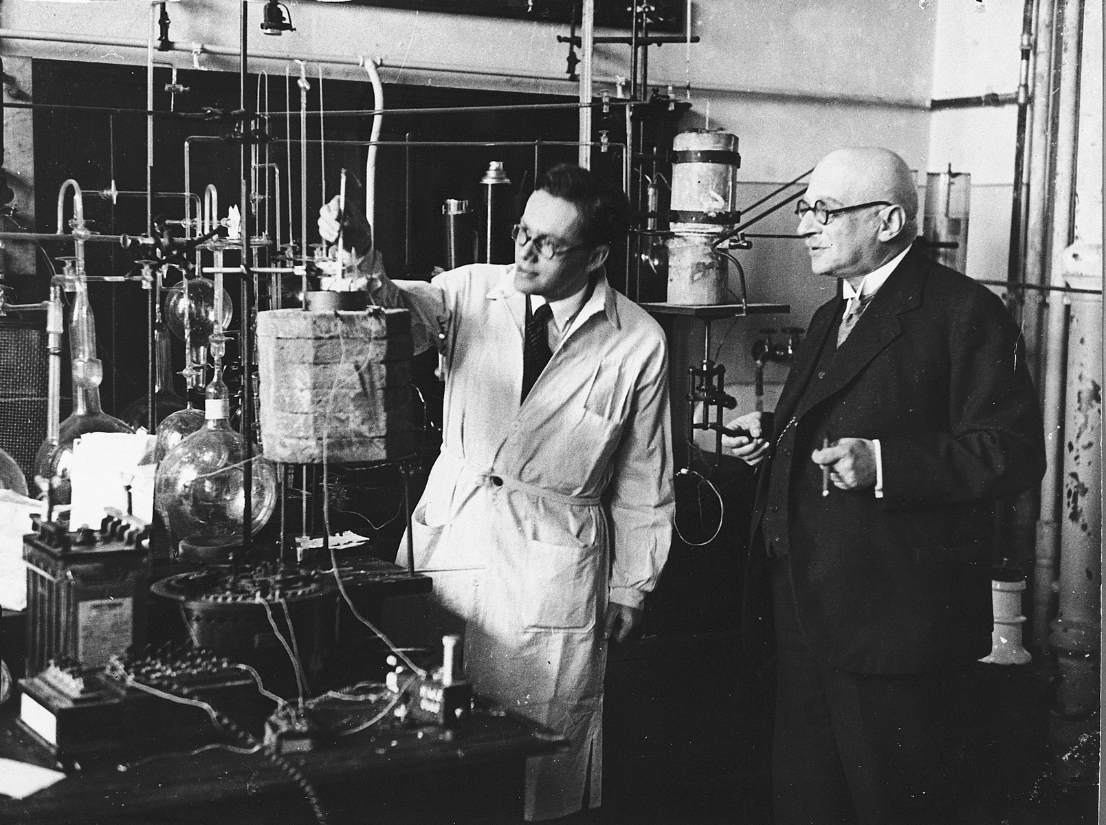 Ladislaus Farkas works in the laboratory of Prof. Fritz Haber in the Kaiser Wilhelm Institute for Physical Chemistry.