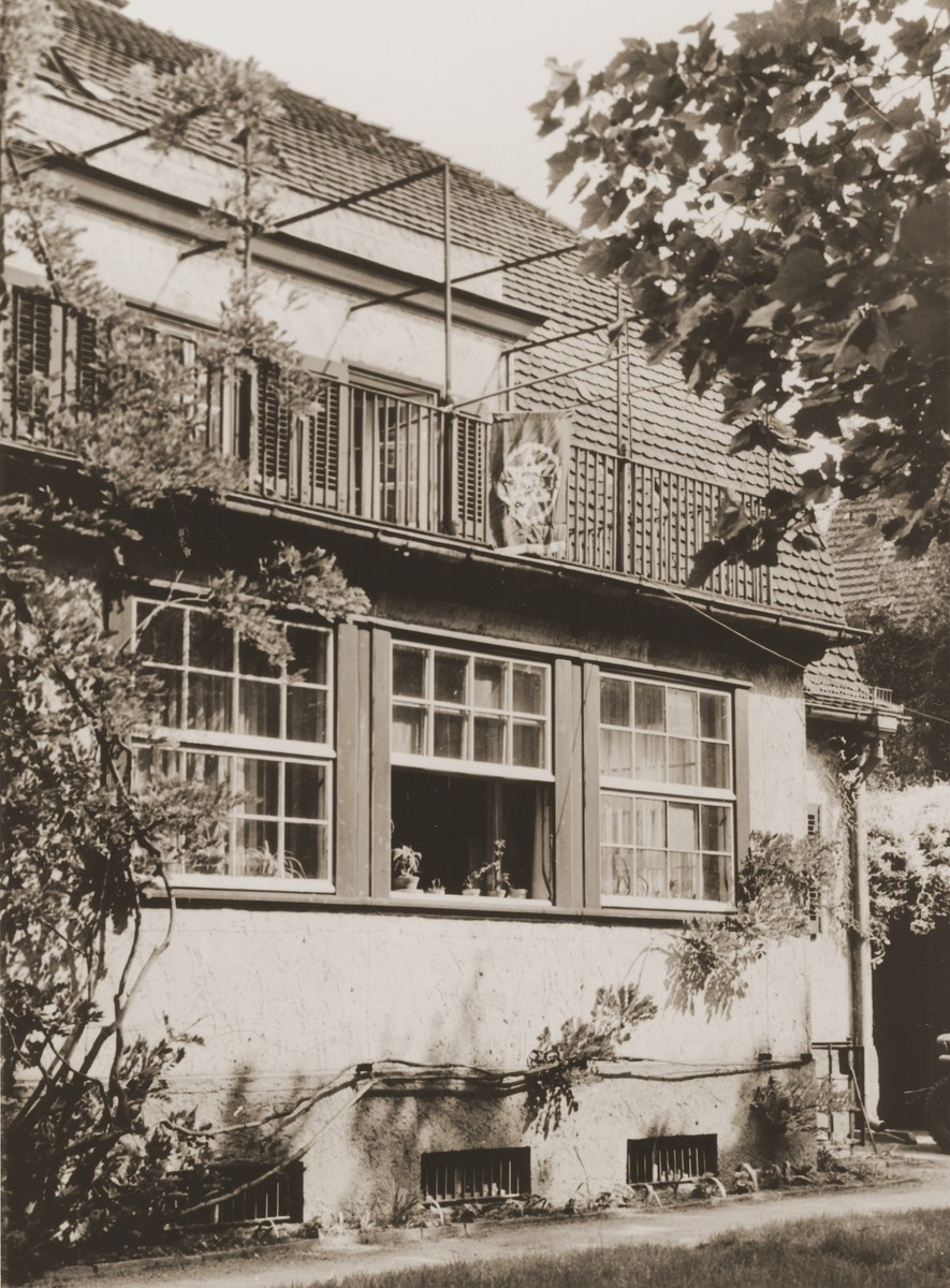 Exterior view of the chaplain center located at 78/79 Unter den Eichen in Berlin.