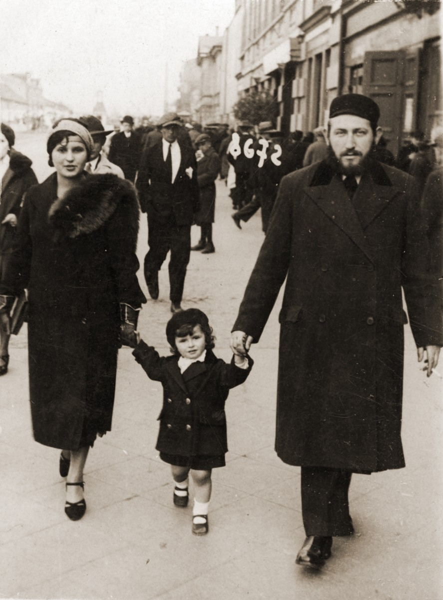 Hinda Sztajnberg, her husband, Leon (Leib) Sztajnberg and their son, Mordechai Zvi in the streets of Czestochowa.  The Sztajnberg family were donor's cousins. They all perished in Auschwitz.